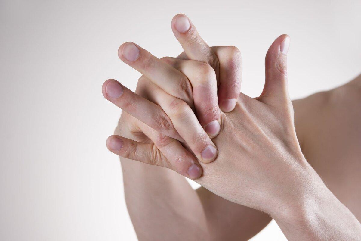 Julge koik sormede liigesed