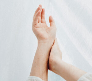 vabaneda sormede liigeste valust
