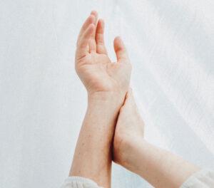 Valu kuunarnuki liigeses ja kulutades kova Klopsab ja valutab uhise ravi