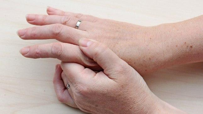 Tugev valu neljanda liiges Harmed liigeste ravis