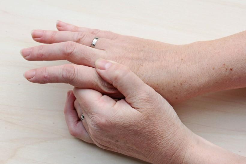 valus liigesed ja sormed